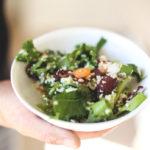 Bulgursalat med grøntsager fra køkkenhaven