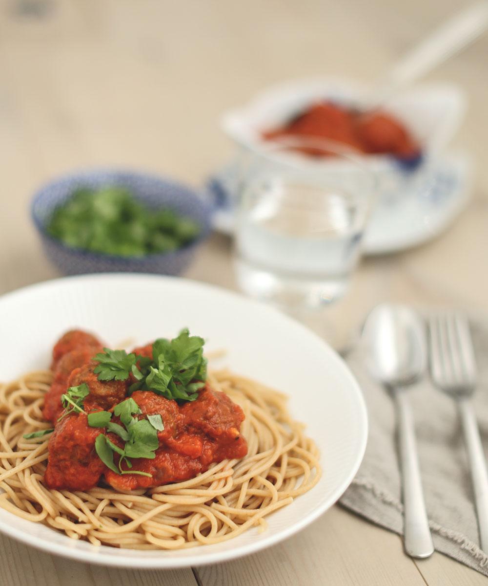 spaghetti med kødboller i tomatsauce a la Lady & Vagabonden