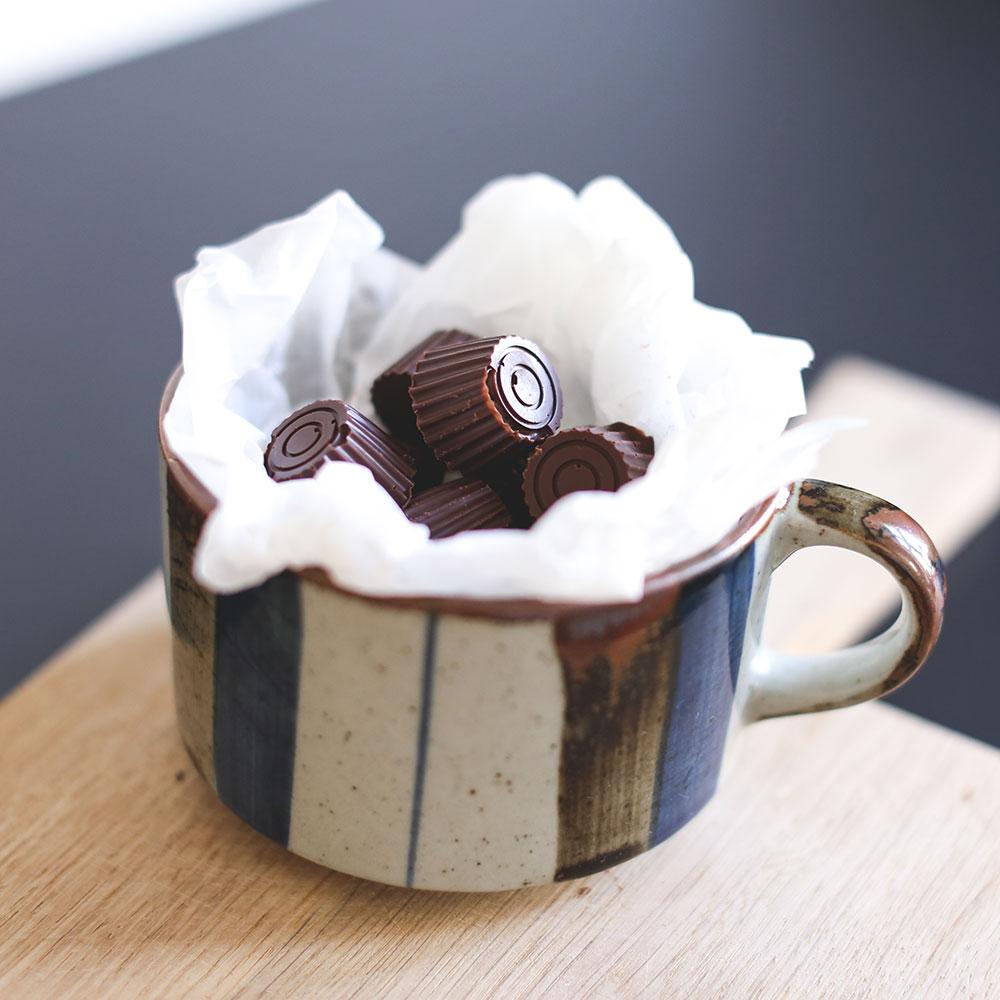 fyldte chokolader med dadelkaramel